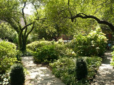 Park Odyssey: Church of St. Luke in the Fields Garden