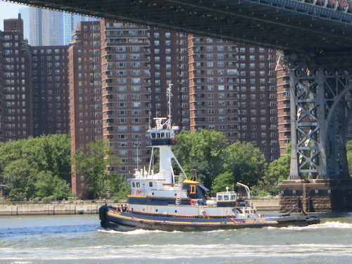 domino park williamsburg bridge brooklyn nyc tugboat